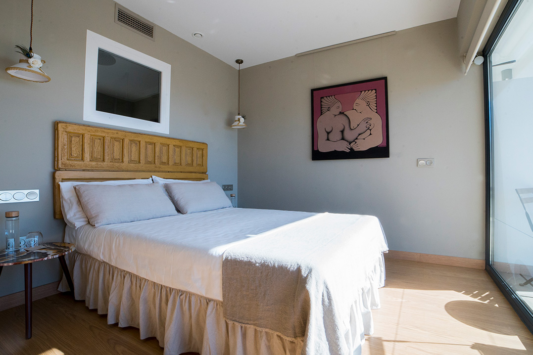 casa-siempreviva-habitacion-doble-terraza-vista-mar-bumblebee-torrox-malaga-4